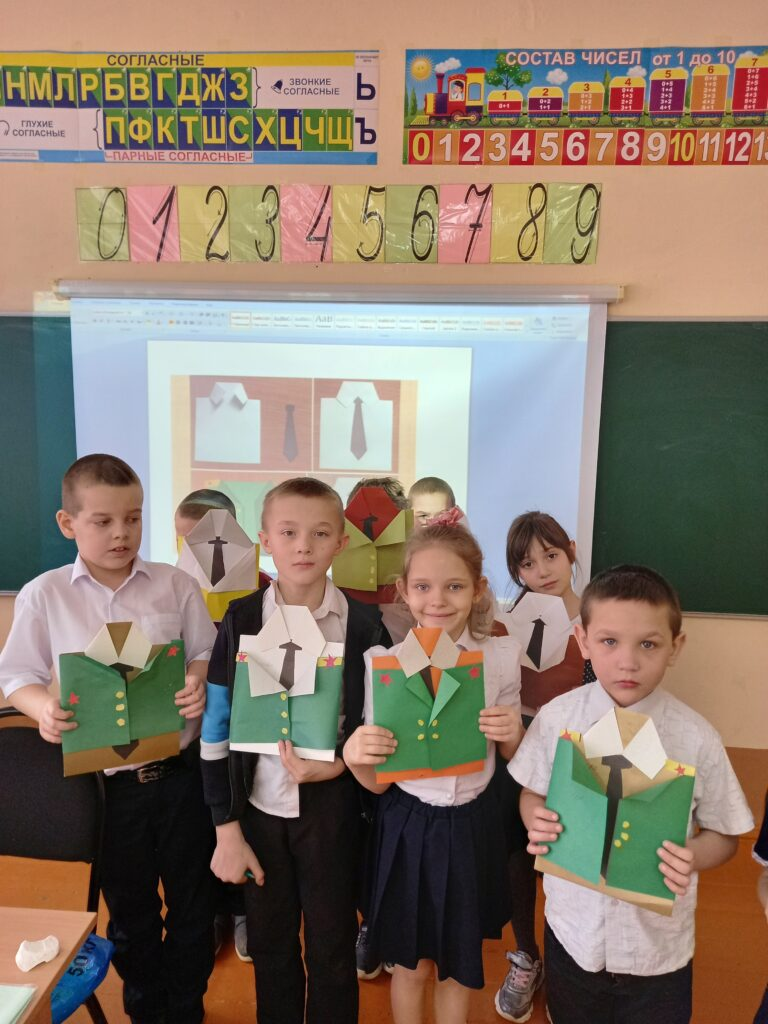 фото детей с открытками